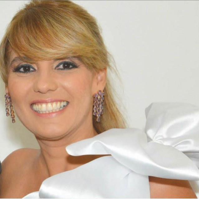 Karla Borges - Administradora de empresas, bacharela em Direito e professora