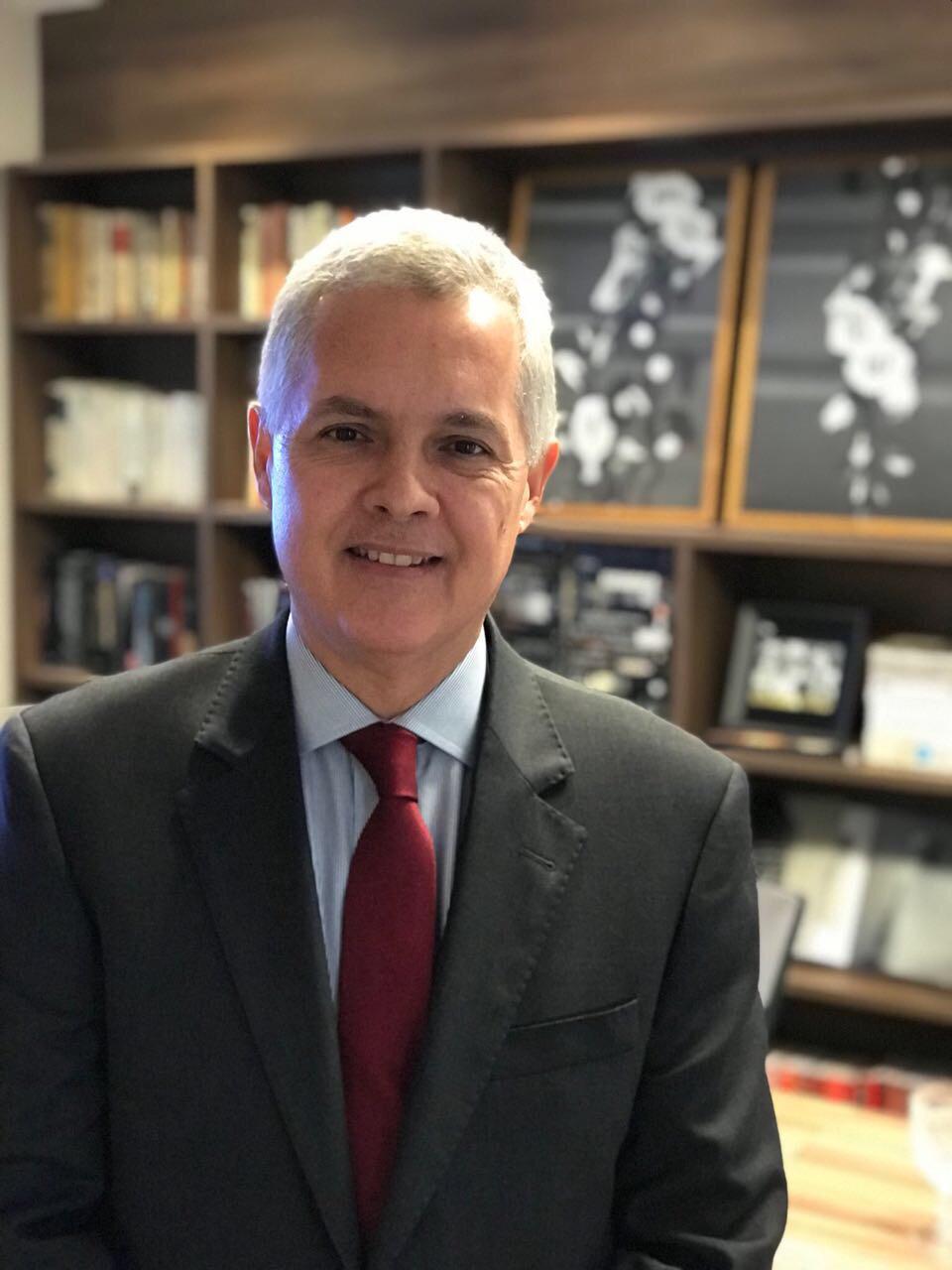Dr. Luiz Carlos Calmon -Ginecologista da Clínica Elsimar Coutinho