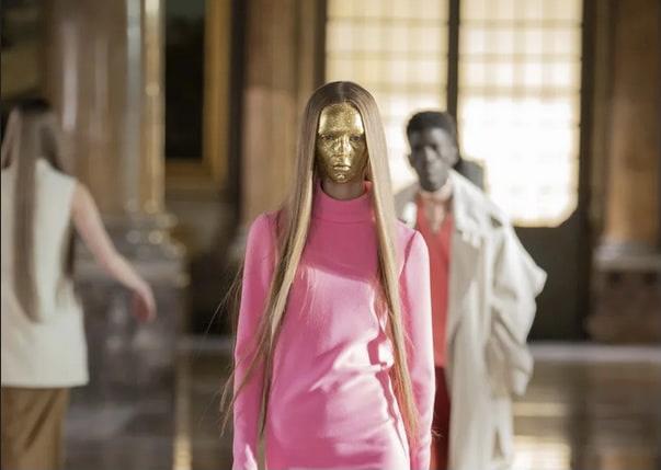 """Valentino vai transmitir em suas redes sociais o filme de Robert Del Naja, """"Making of the Haute Couture Collection"""""""