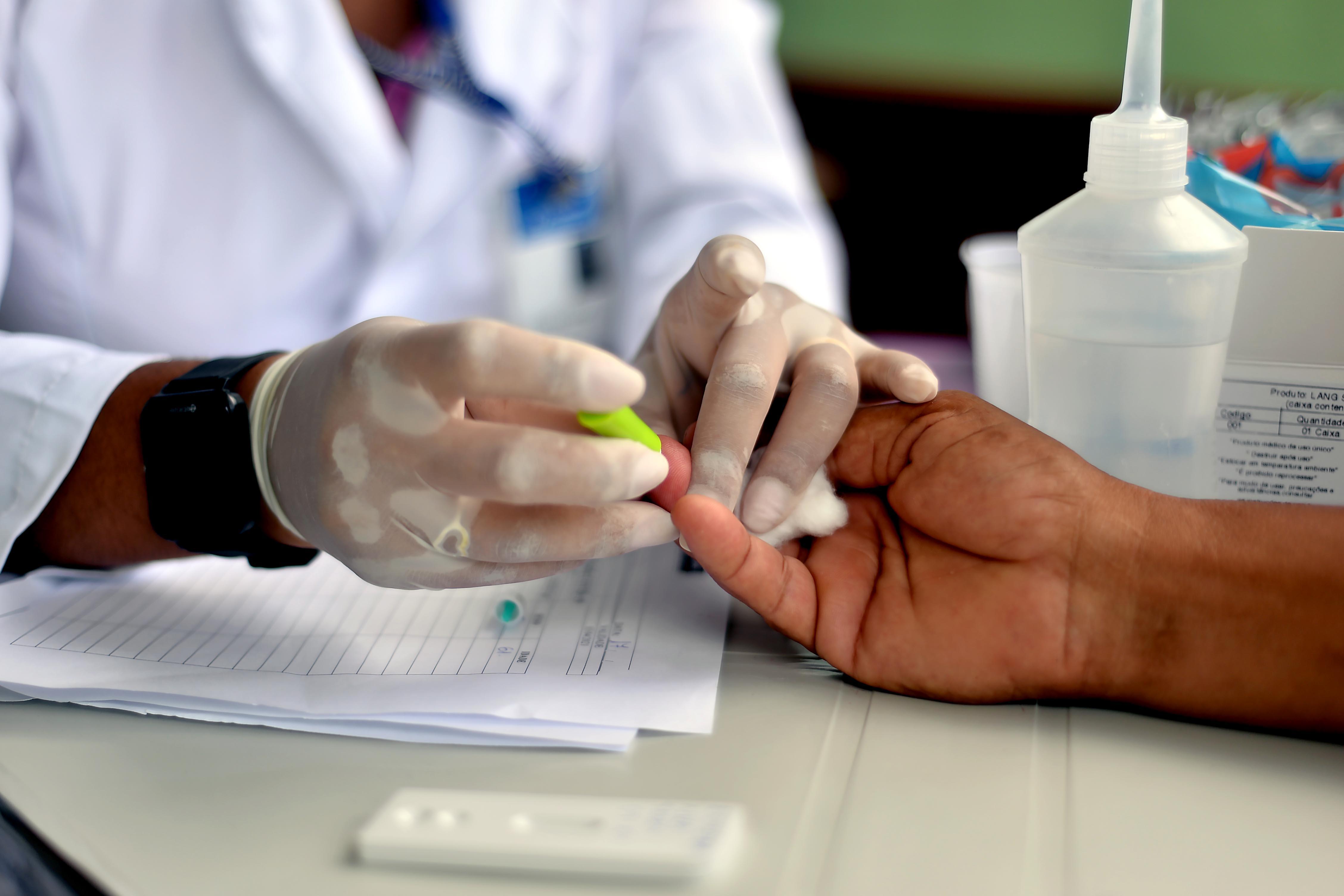 Testes rápidos identificam 202 casos de coronavírus em seis bairros