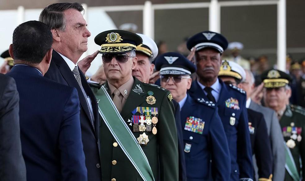 Comandantes das Forças Armadas pedem demissão conjunta em reação a Bolsonaro