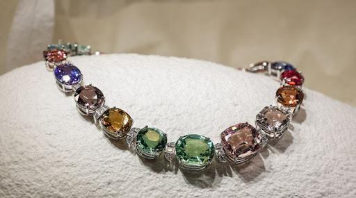 Tiffany & Co apresenta sua maior exposição de alta joalheria produzida na China