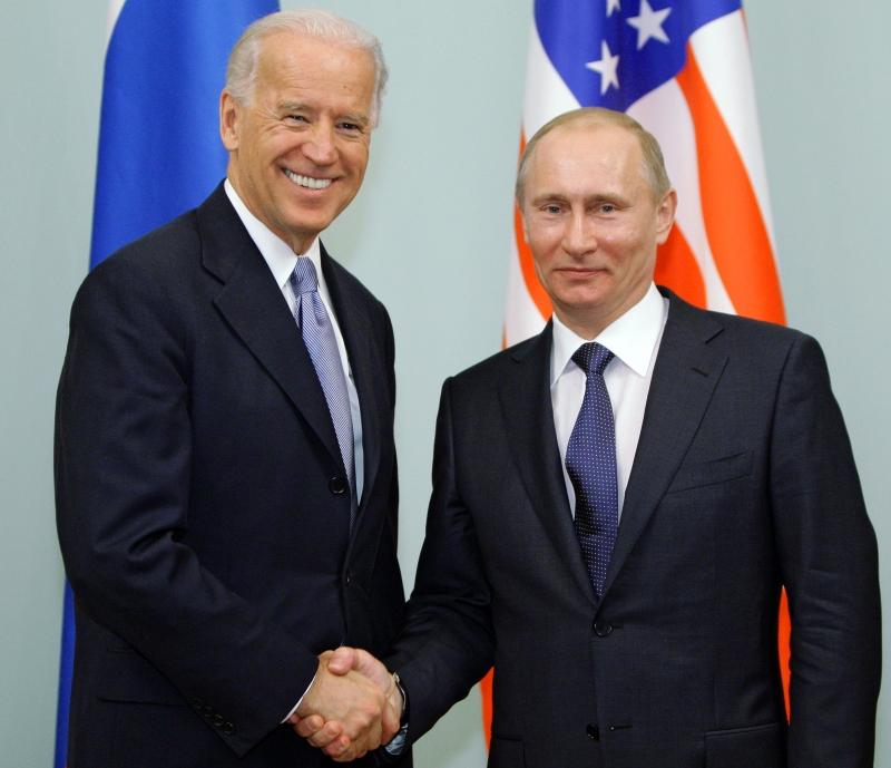 Presidente dos EUA diz que pressionará Rússia a respeitar os direitos humanos; entenda