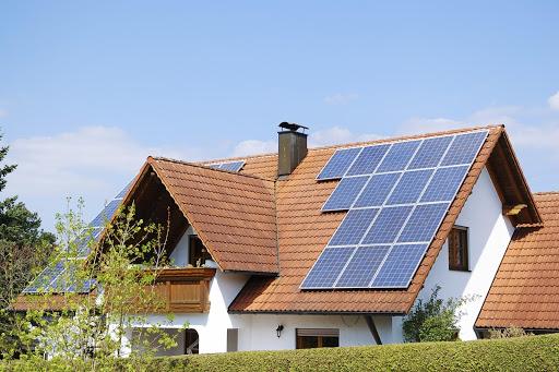 Energia solar: confira quatro vantagens para produzir em casa