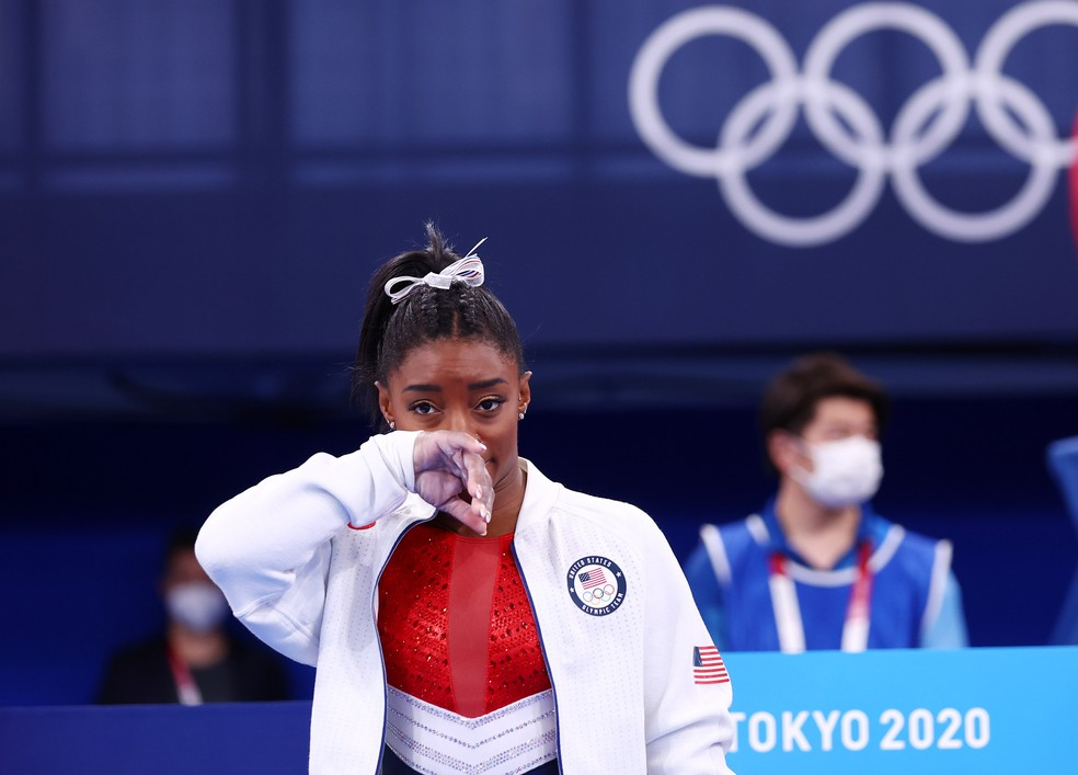 Simone Biles vive drama, é retirada da final, mas leva prata por equipes nas Olimpíadas