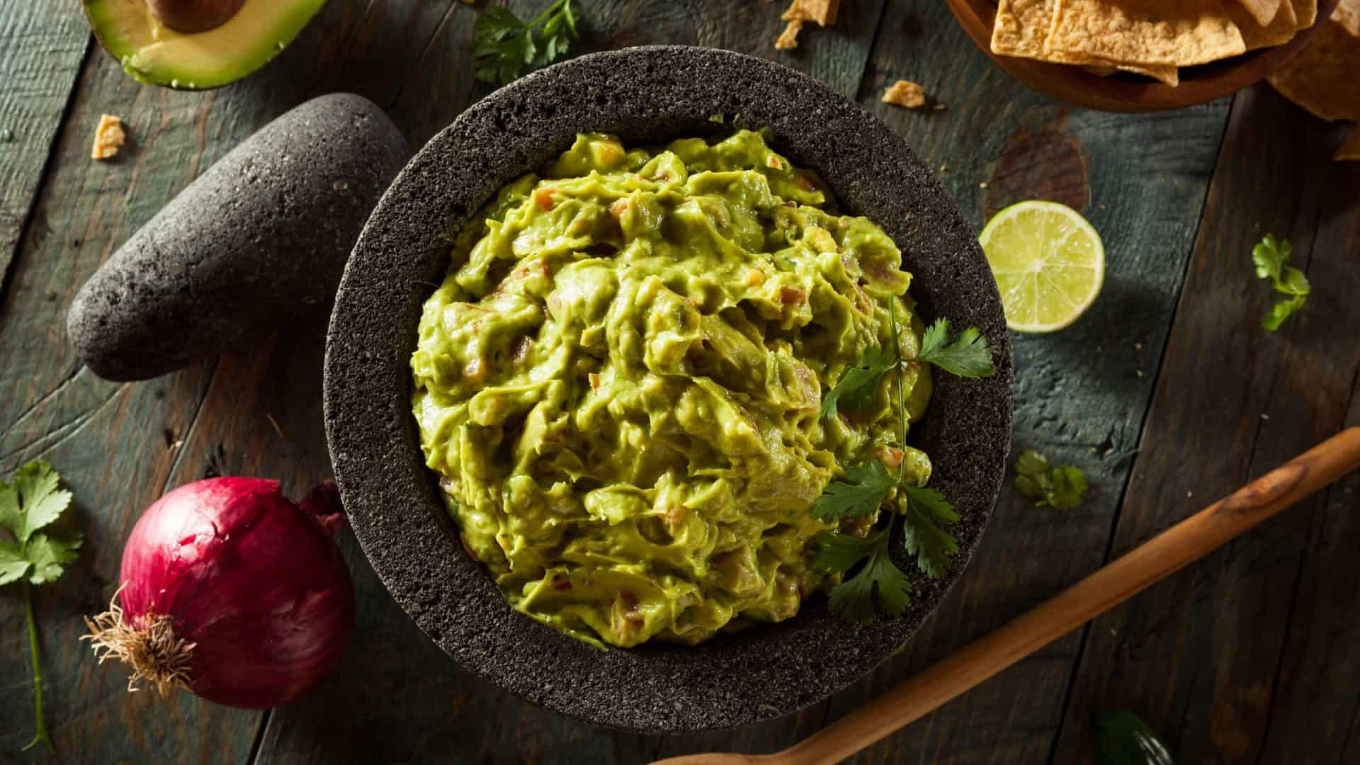 Aprenda a preparar Guacamole com Torradas Integrais