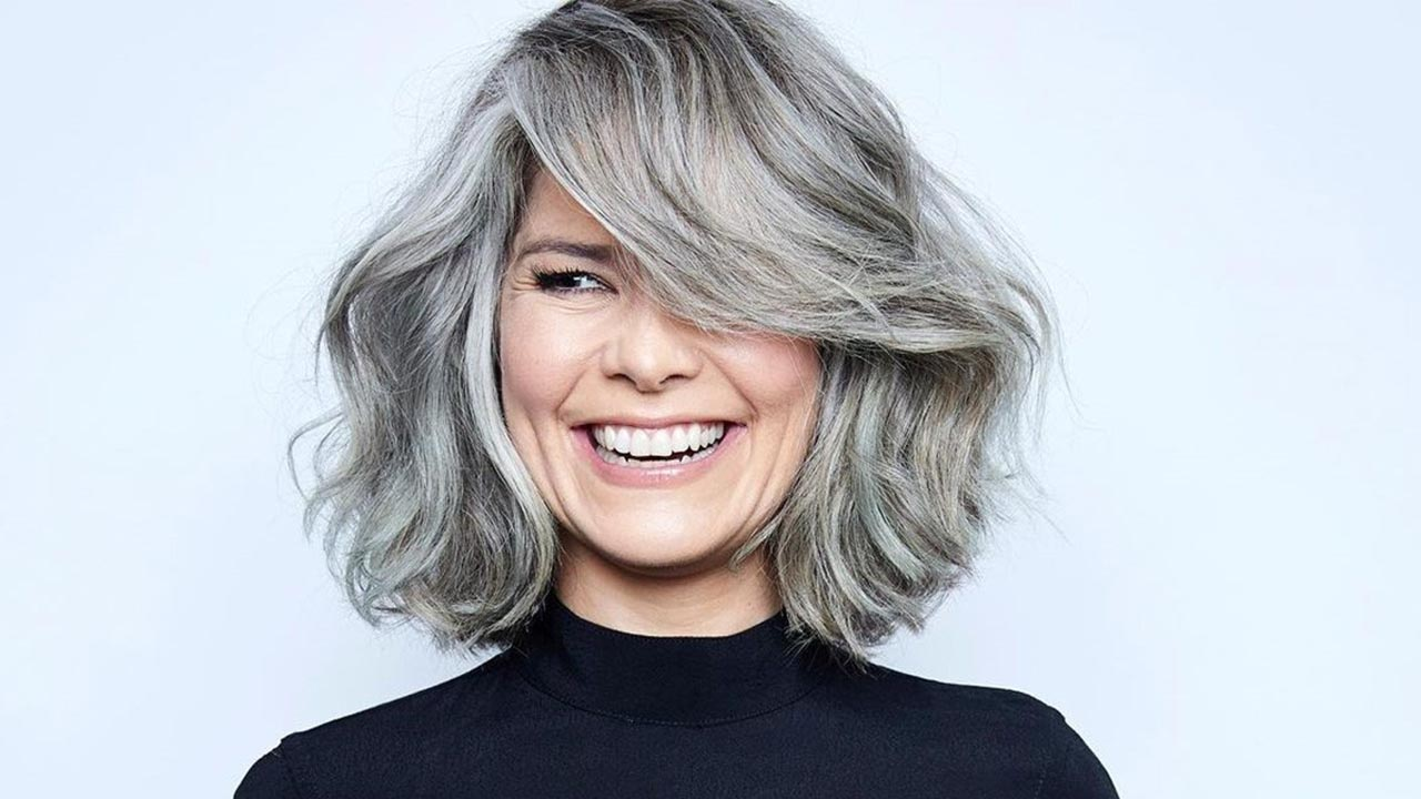Cabelos grisalhos e brancos: como dar mais movimento e beleza