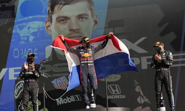 Verstappen festeja vitória em casa no GP da Holanda de Fórmula 1