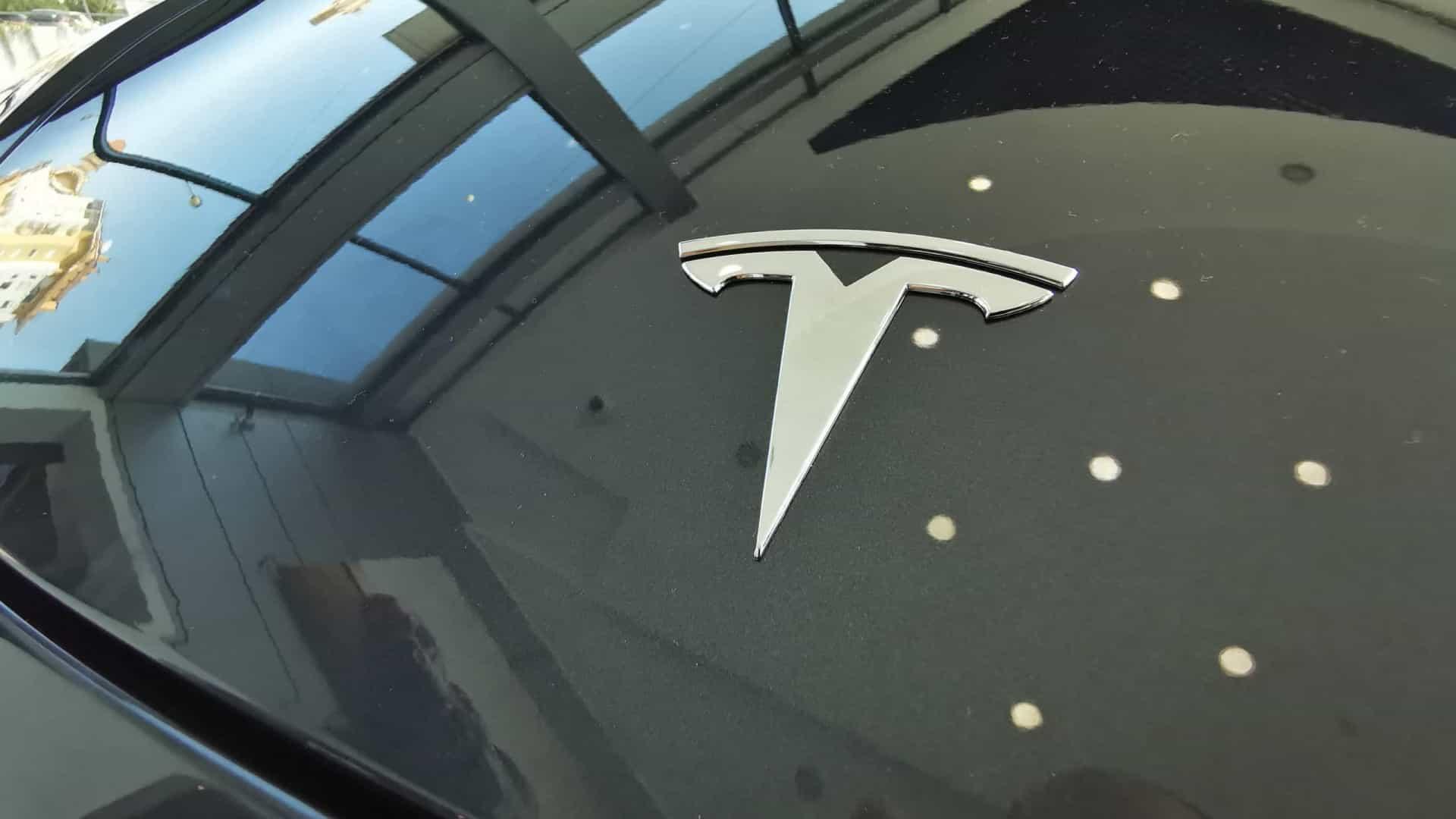 Tesla: Musk quer lançar carro sem volante em 2023