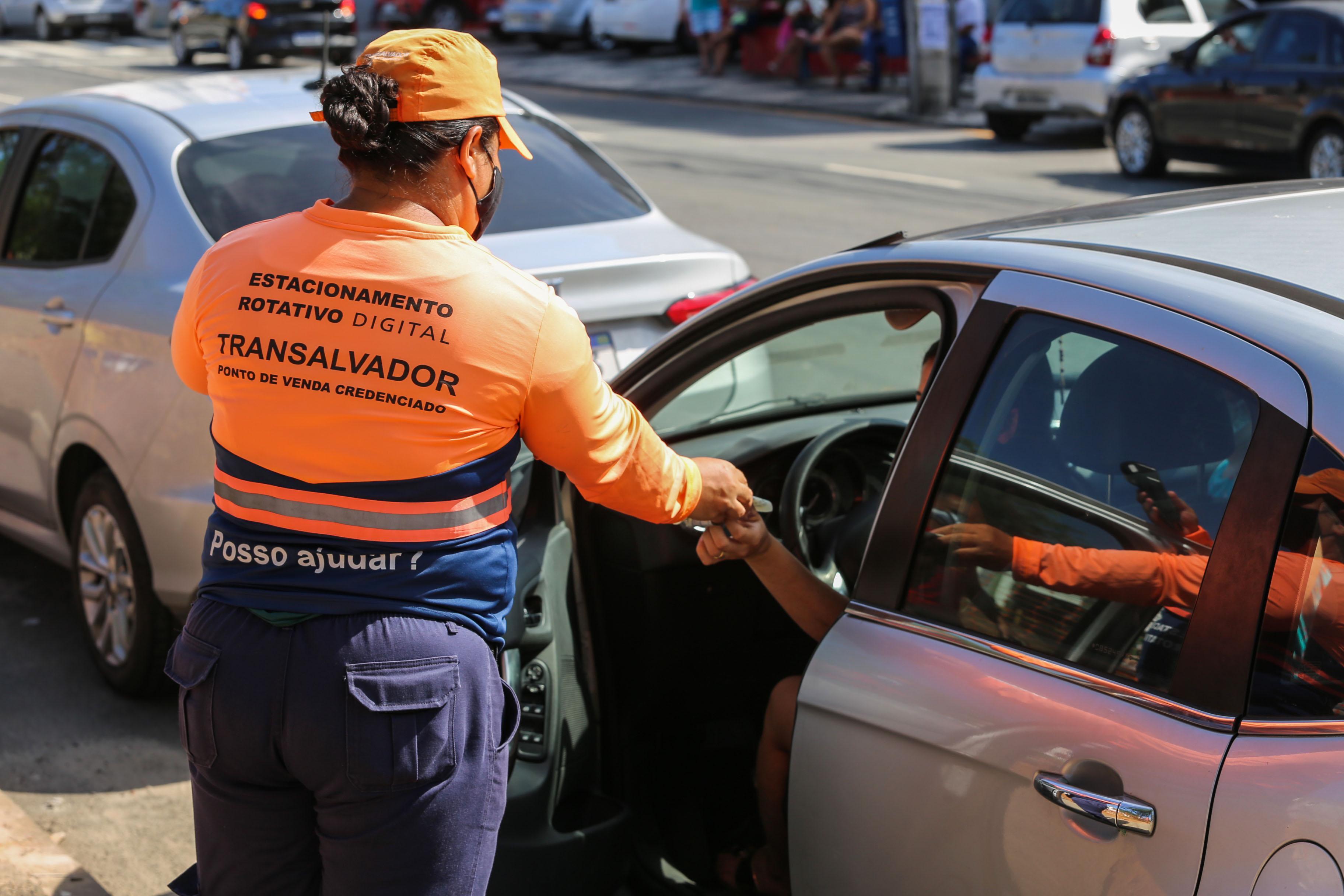 Aplicativos da Zona Azul Digital trazem comodidade a motoristas em Salvador