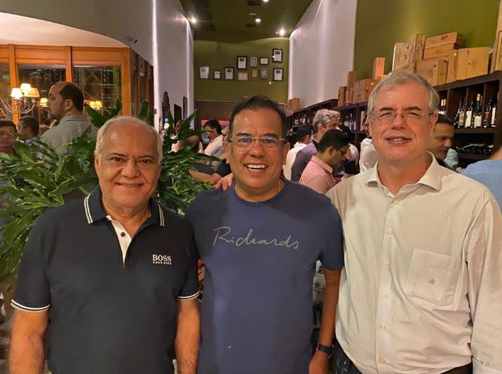 Luiz Coutinho recebeu amigos em seu aniversário no Bistrô Trapiche