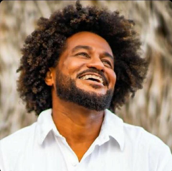 Magary apresenta show 'Pessoal e Particular', no Mariposa do Itaigara