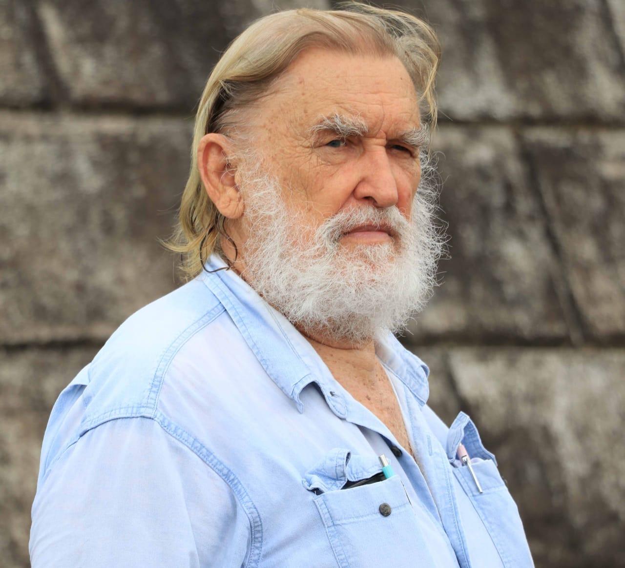 Aleixo Belov lança livro no salão de festas do Yacht Clube da Bahia