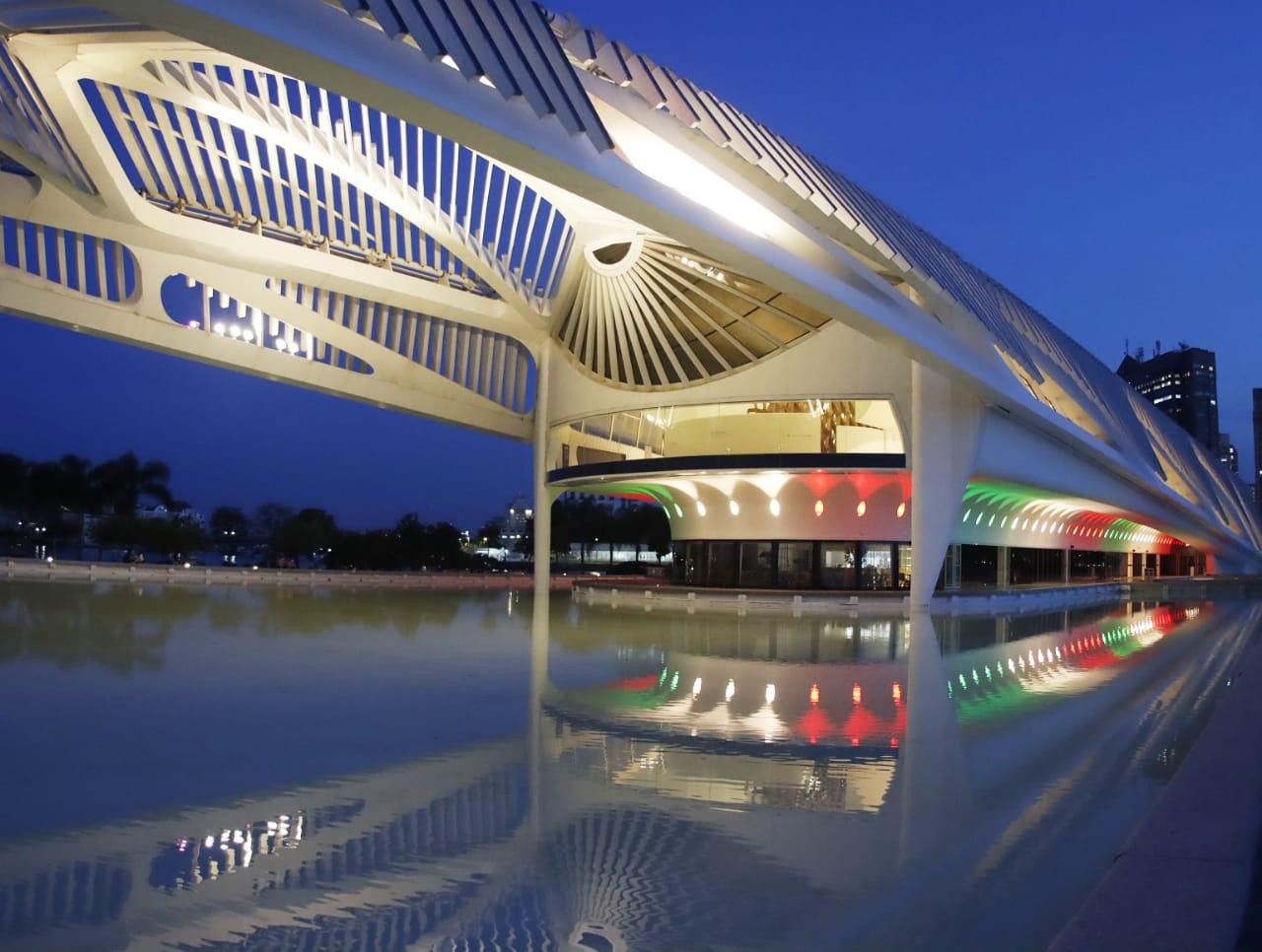 Show de luzes iluminou o Museu do Amanhã em homenagem à independência do México