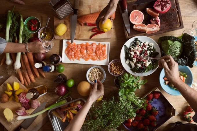 Nutricionista da dicas de alimentos que estimulam a sensação de felicidade