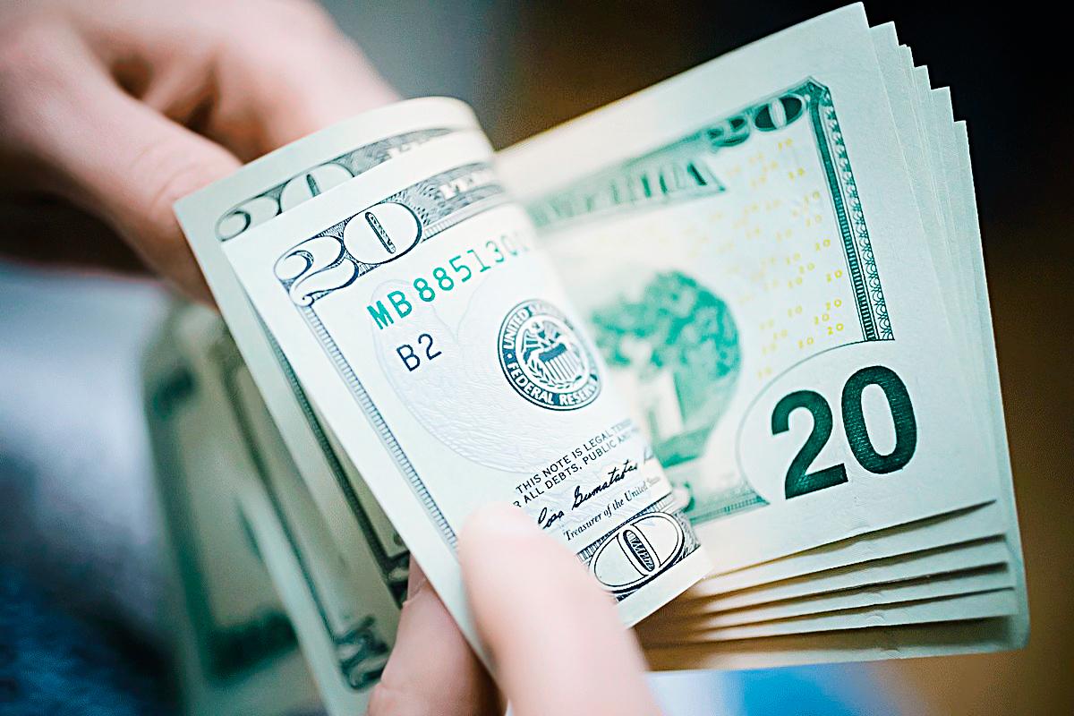 Abertura de fronteiras e dólar alto: veja como economizar no câmbio