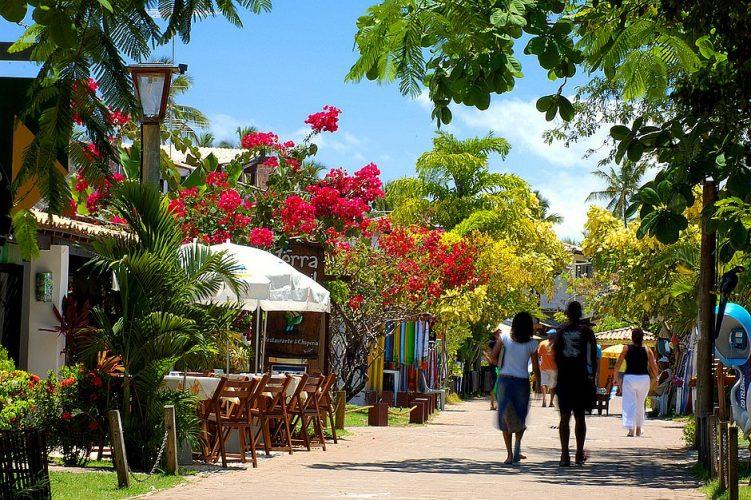 Prefeitura vai requalificar a Vila de Praia do Forte e colocar granito na rua principal