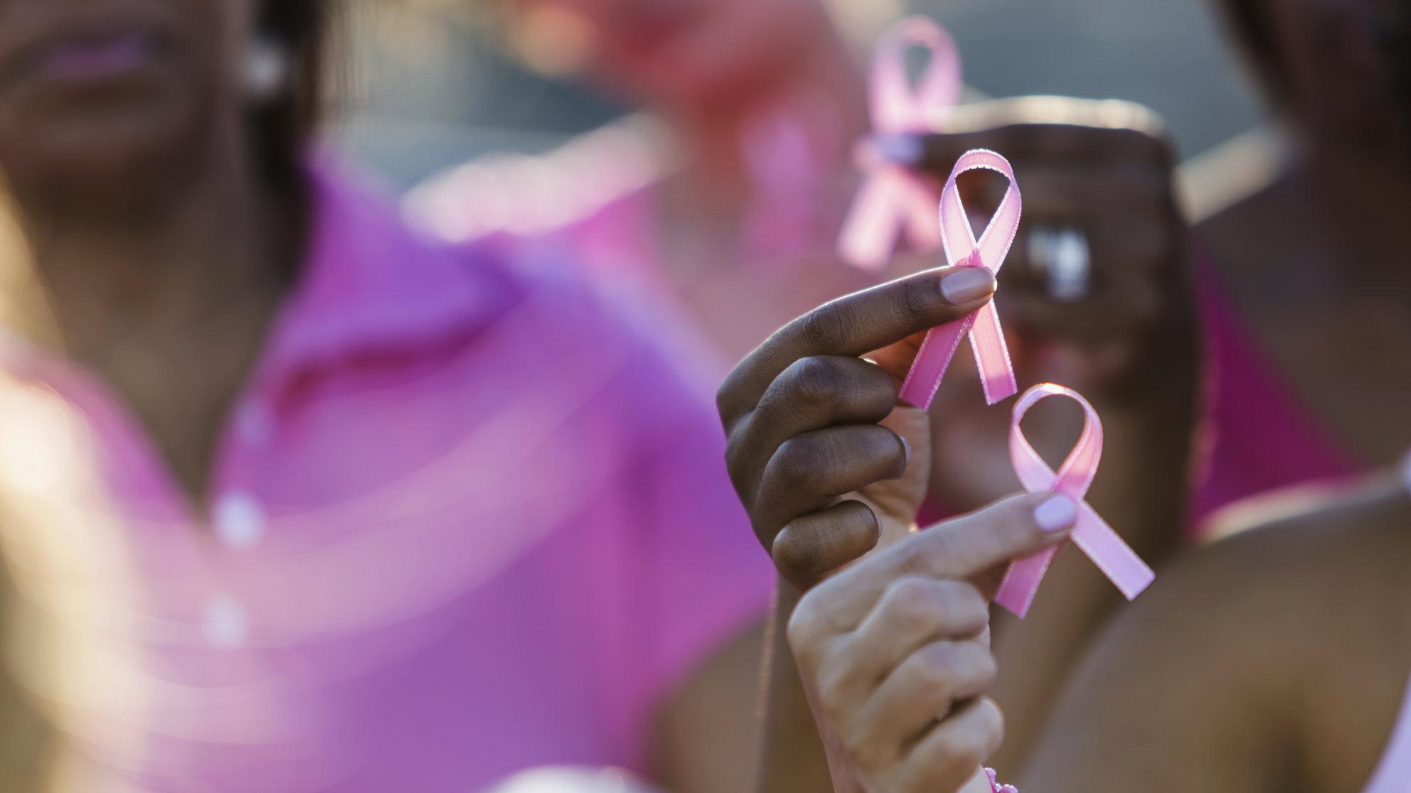 Outubro Rosa: ações gratuitas promovem campanha contra câncer de mama em comunidades de Salvador