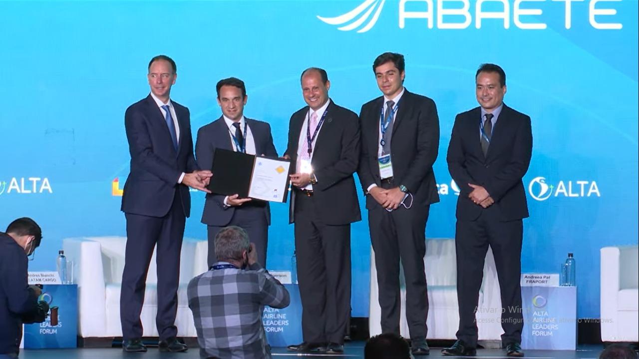 Abaeté Aviação recebe certificado internacional